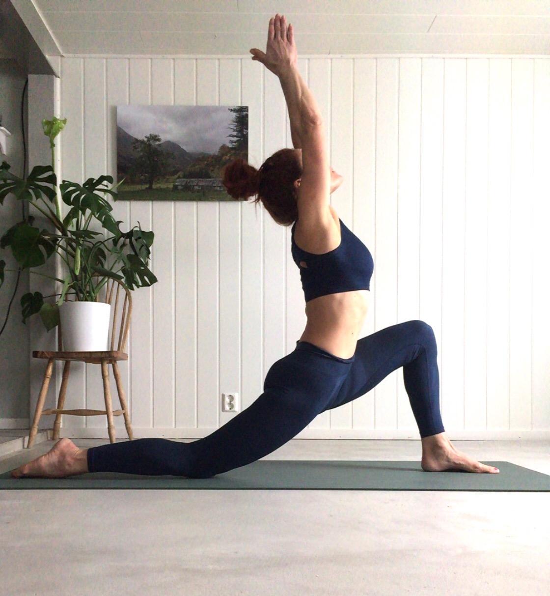Crescent Lunge, signe schineller, yoga i rosendal, run & relax, yogam yoga med signe, lumiyoga