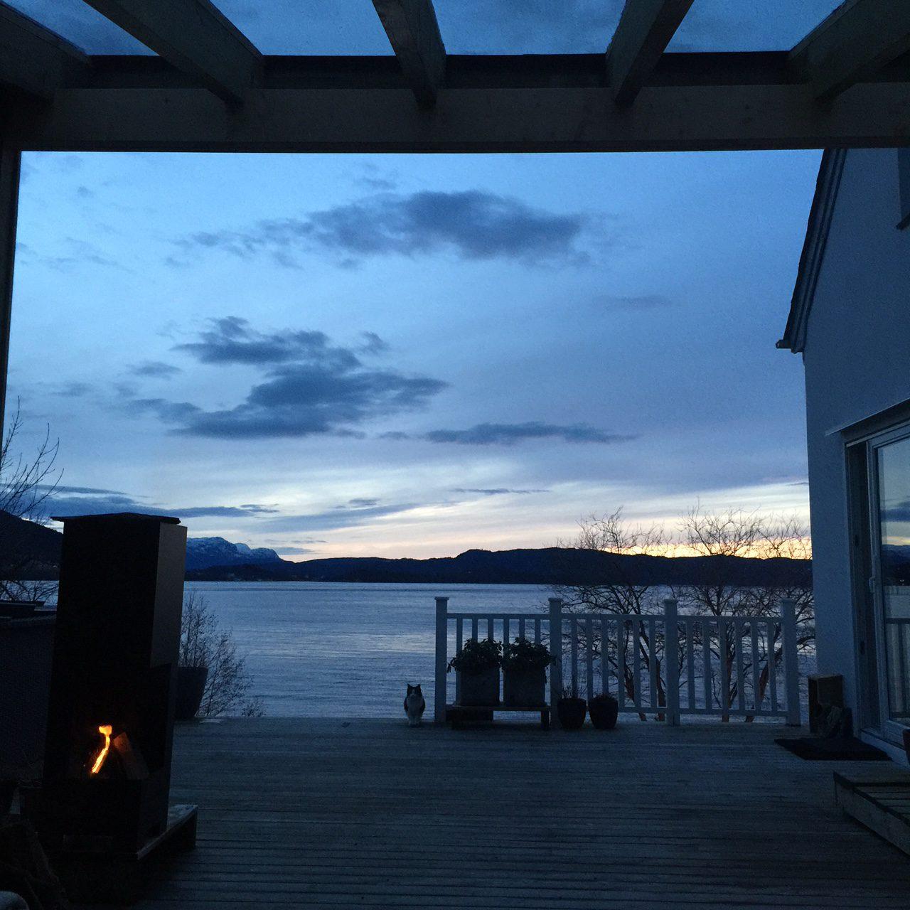 airbnb, airbnb norway, rosendal, signe schineller, uteplass, uteplassen, terracce, hus og hage, patio hardangerfjorden, Kvinnherad, utleie hus hardanger, solnedgang, ,