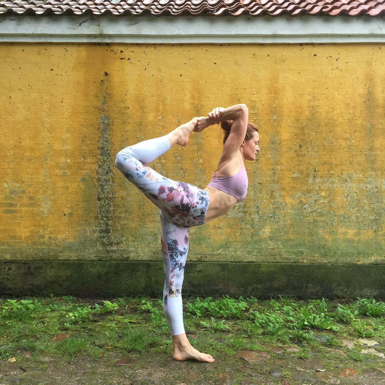 yoga, yogapose, run and relax, run & relax, signe yoga, signe schineller, yoga med signe, yoga rosendal, yoga rosendal signe, yogaklær, yogatights, yogaeverydamnday, yoga pose, asana, yoga holbæk
