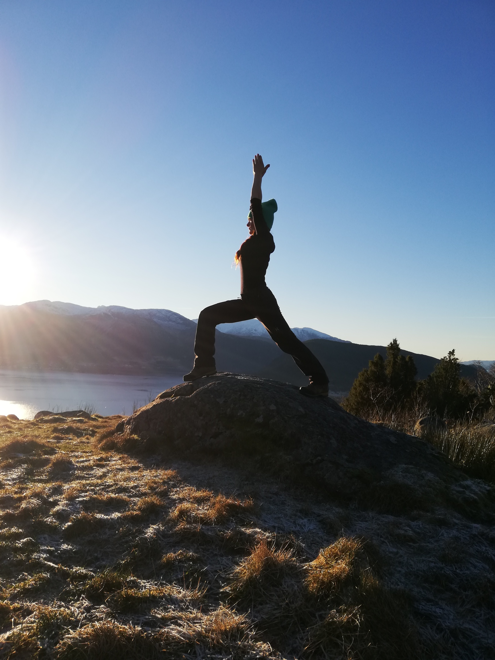 signe yoga, signe rosendal. stress, mindre stress, yoga mot stress, yoga gir ro, ro ned i julen, balanse, yoag i rosendal, resignert yoga, yoga every damn day, daglig yoga, daily yoga
