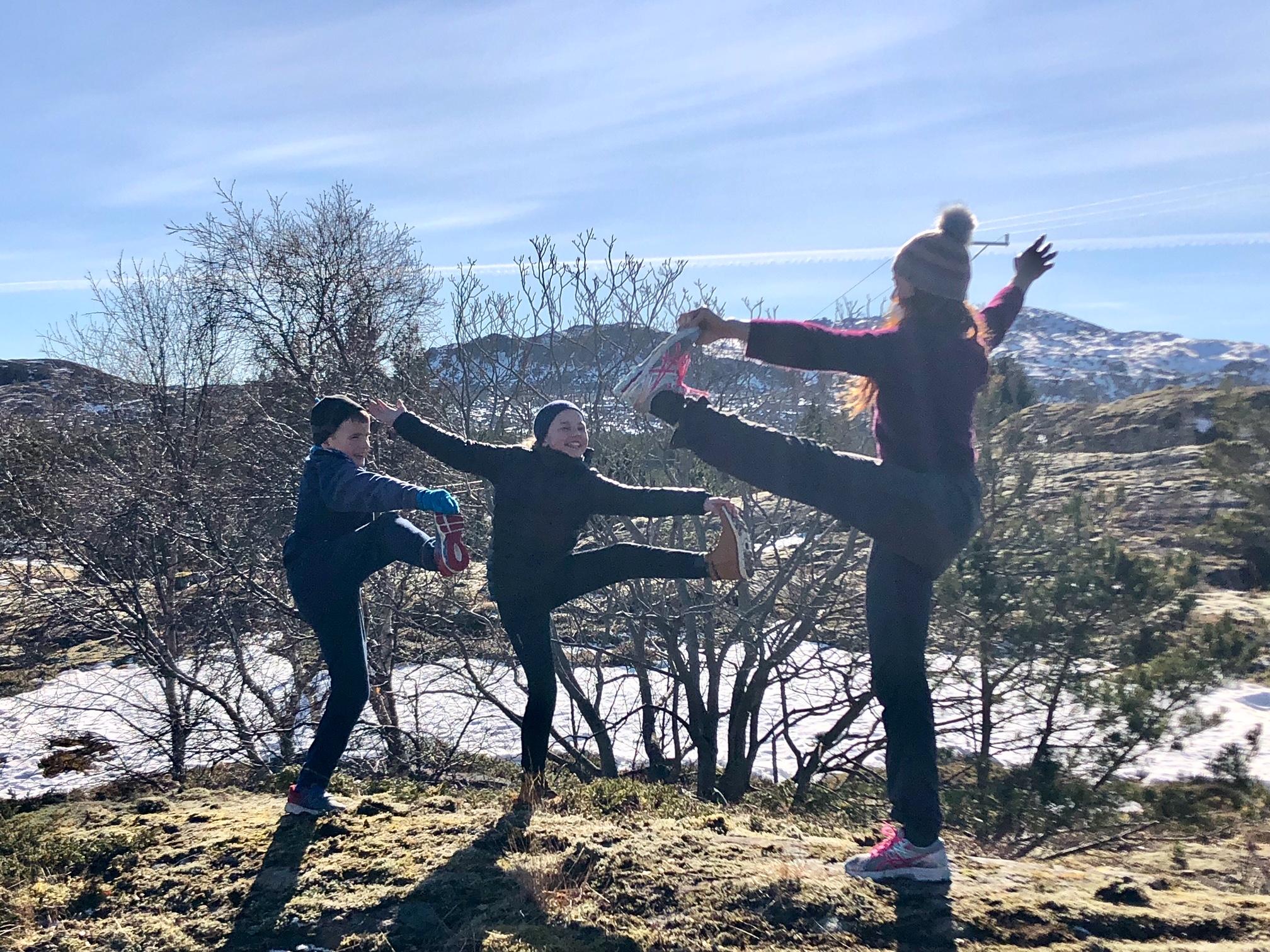 Yoga, yoga utendørs, yoga outside, barneyoga, yoga med barn, signe yoga, signeyoga, yoga bergen, yogaretreat, yogahelg, fitness, mittvestland, mitt bergen, helgeland